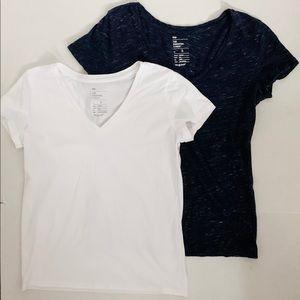 Gap v-neck tshirts navy white small EUC 2